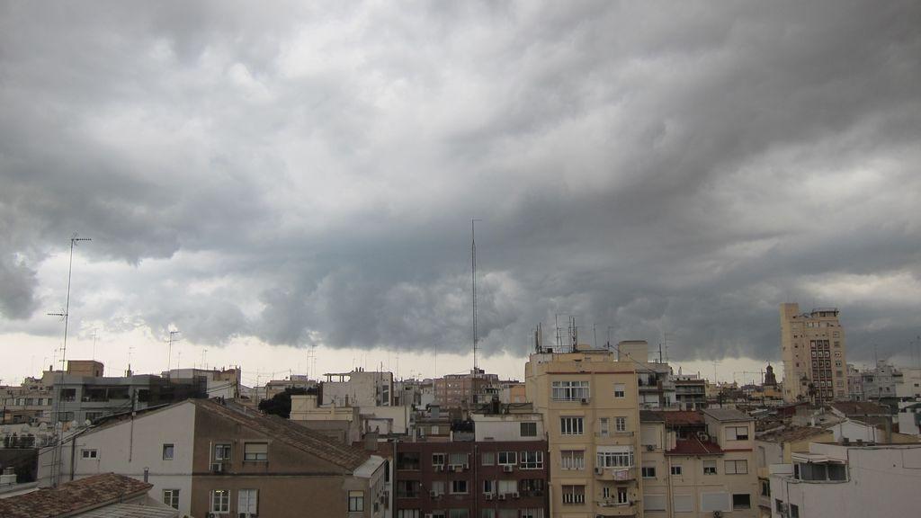 Pendientes de una borrasca para el fin de semana: ¿en qué zonas de España se prevén lluvias?