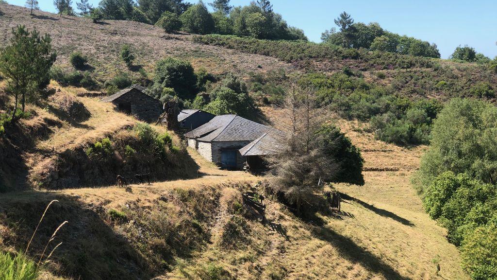 Un lugar de varias casas a la venta
