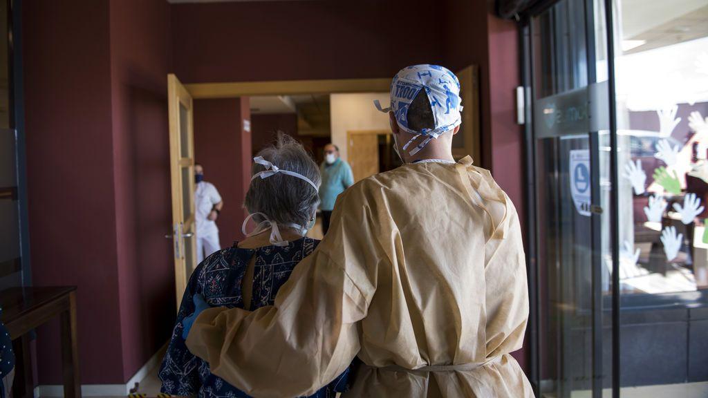 La precariedad laboral en la atención a mayores pudo aumentar los contagios