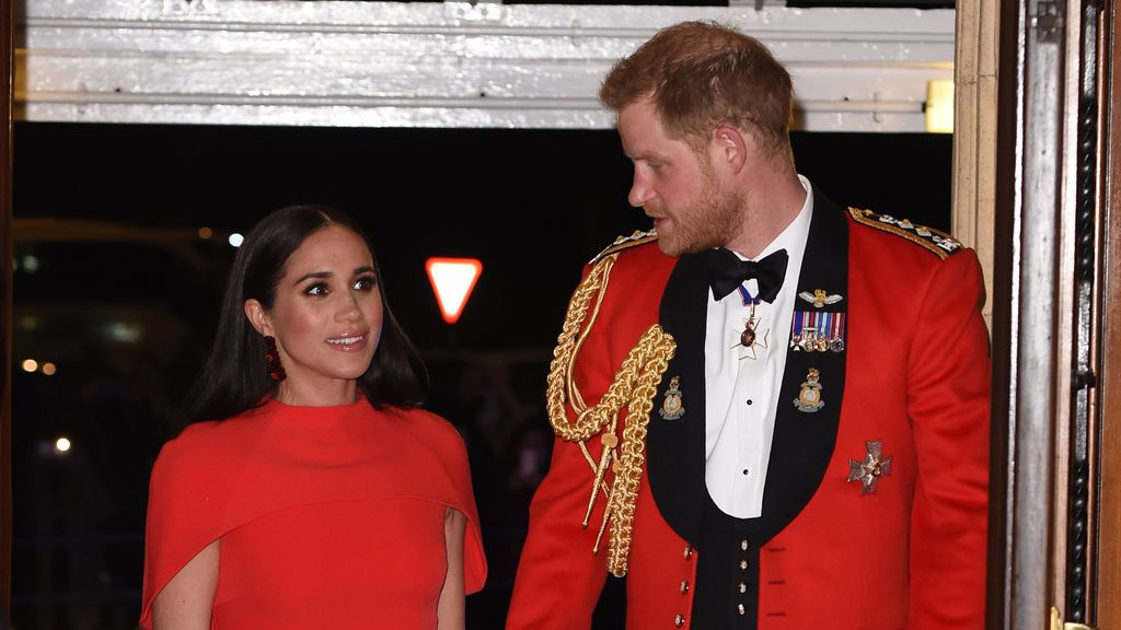 El príncipe Harry quiere una disculpa de la familia real por el mal trato hacia Meghan Markle