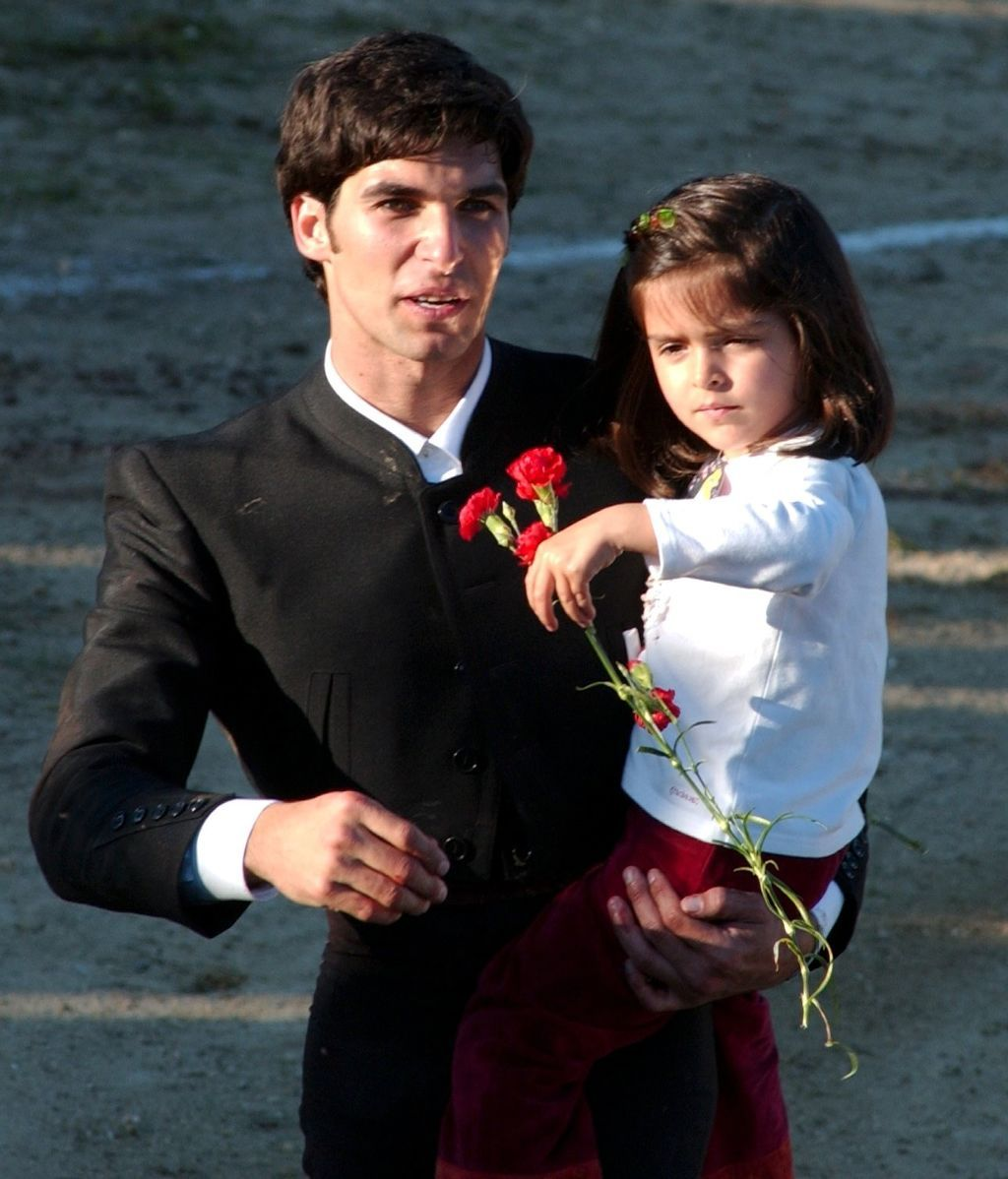 Cayetano le dio sus apellidos a Lucía Rivera