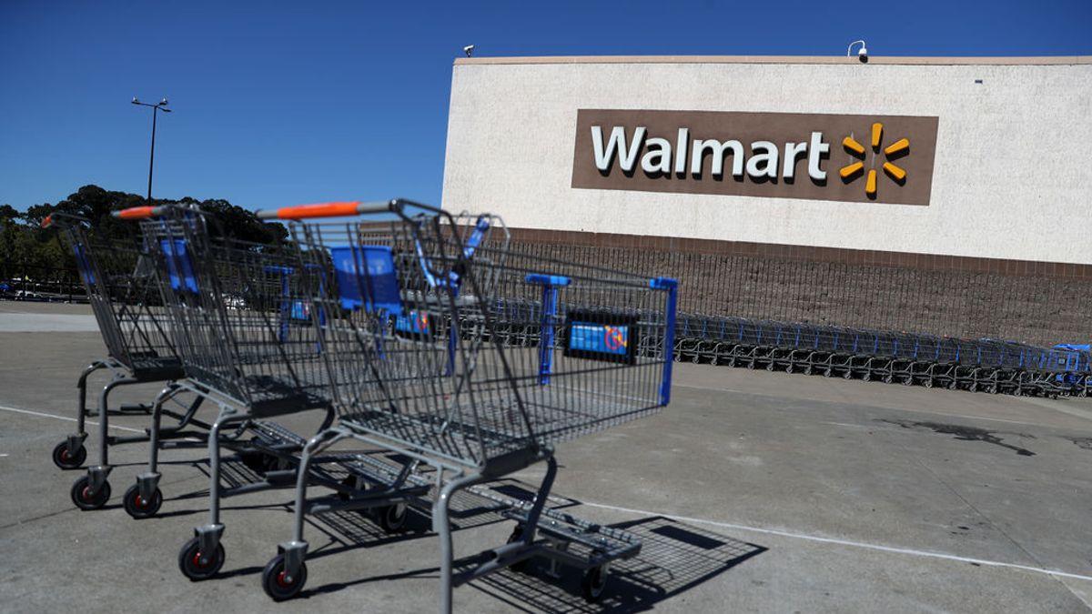Un extrabajador de Walmart irrumpe con un coche en una tienda para protestar por el trato recibido