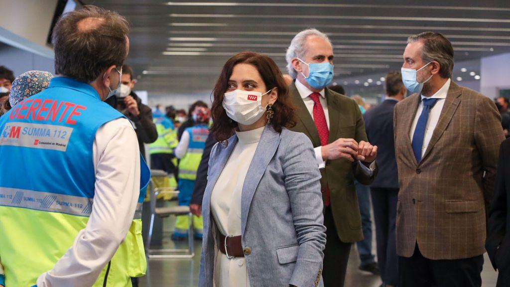 Isabel Díaz Ayuso junto al consejero de Sanidad, Enrique Ruiz Escudero