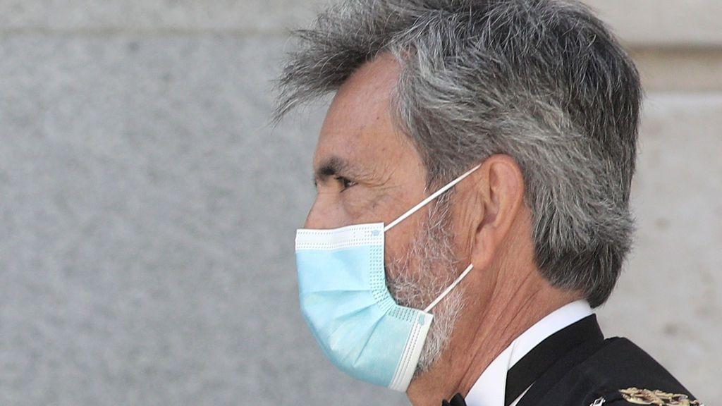 El presidente del Supremo, Carlos Lesmes, recibe su primera dosis de la vacuna de AstraZeneca