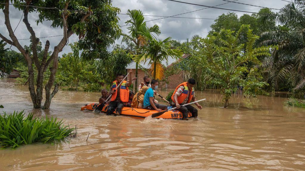 Las terribles imágenes que sigue dejando el ciclón Seroja en Indonesia