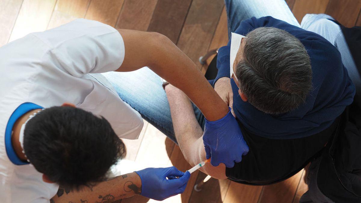 Sanidad propone dejar de vacunar con AstraZeneca a los menores de 60 años tras la decisión de la EMA