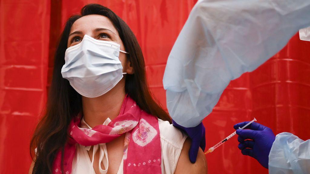 """La UE pide a los países miembros una posición coordinada sobre AstraZeneca para no """"alimentar"""" dudas"""