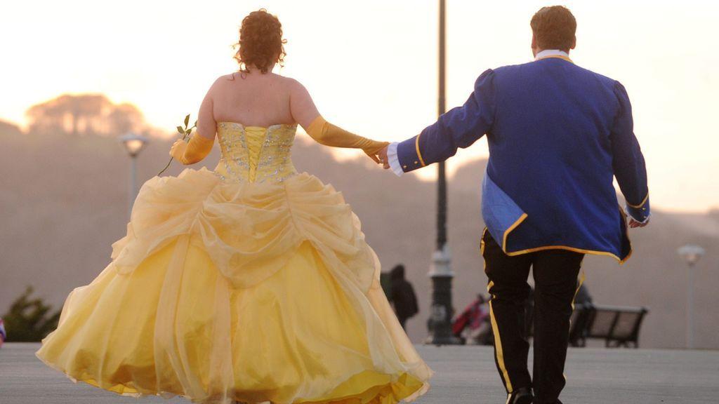 Una tiktoker se hace viral por huir de su novio cuando le pide matrimonio
