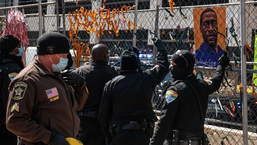 """El instructor de la Policía de EE.UU. dice que la forma en la que se inmovilizó a Floyd """"no está autorizada"""""""