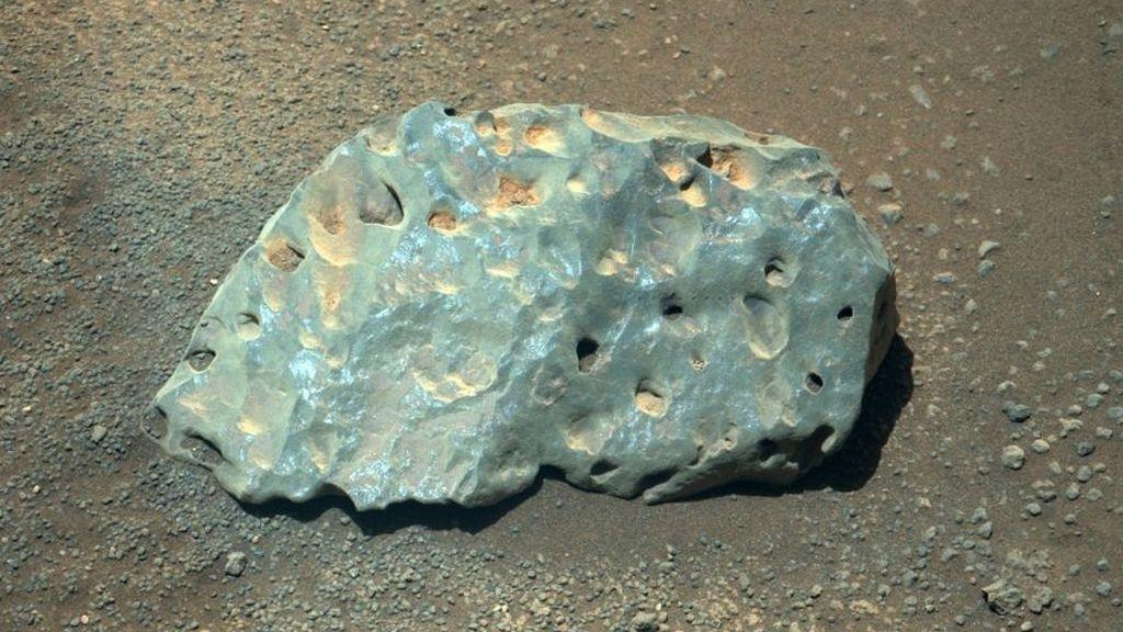 ¿Qué es la extraña roca verde hallada en Marte? Los científicos intentan averiguar cómo llegó allí