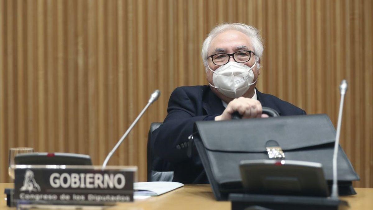 Manuel Castells, tercer ministro del gobierno en vacunarse