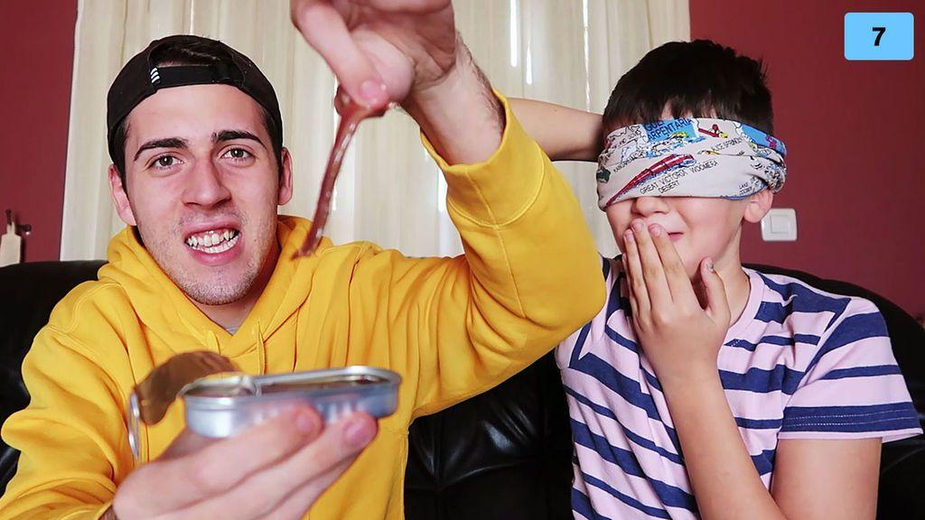 Jorge Cyrus y su hermano hacen una cata a ciegas de comidas que odian e intentan adivinar qué es (1/2)