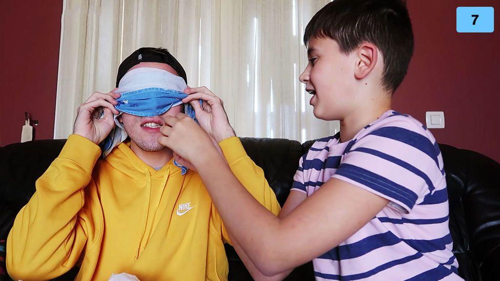 Jorge Cyrus y su hermano hacen una cata a ciegas de comidas que odian e intentan adivinar qué es (2/2)