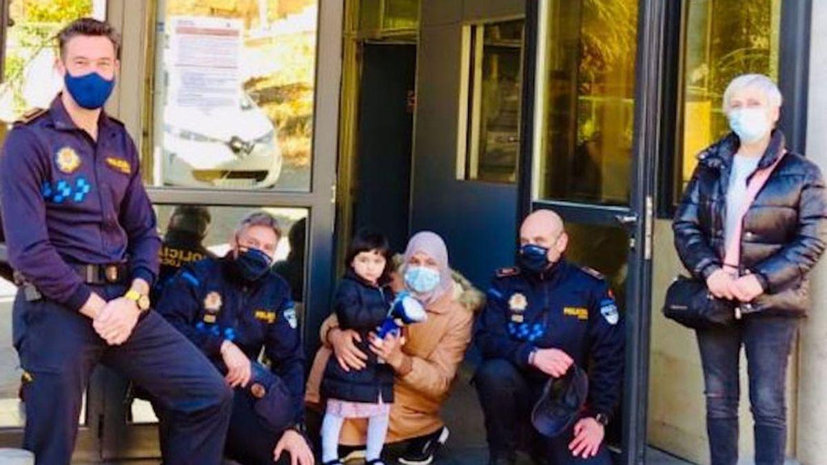 Se reencuentran con la niña de 18 meses a la que salvaron la vida hace un año en Haro, La Rioja
