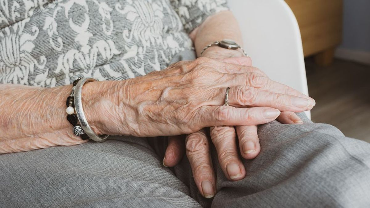 Las personas que viven solas en España rozan ya los 5 millones, la mayoría mujeres mayores de 65 años