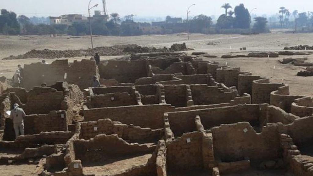 Descubren una ciudad enterrada en Egipto con 3.000 años de antigüedad
