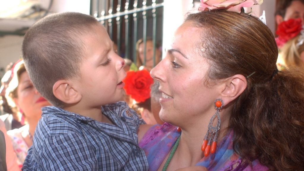 Rocío Carrasco con su hijo, David Flores Carrasco (2003)