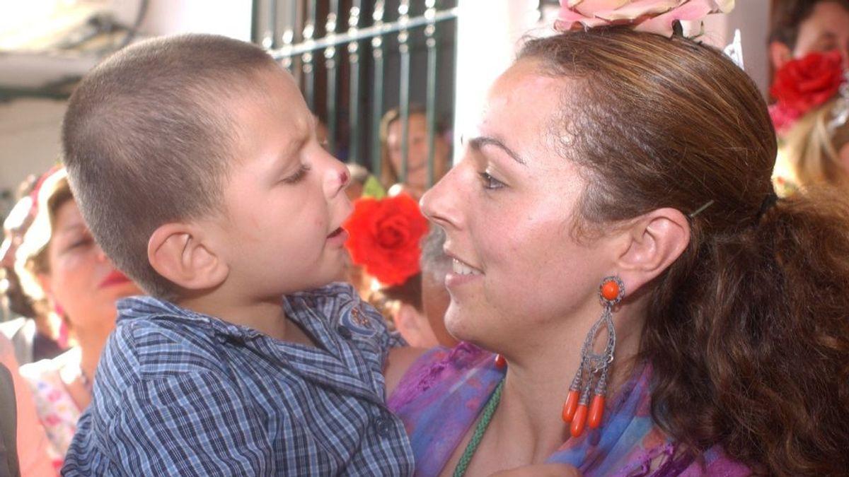 Rocío Carrasco con su hijo, David Flores Carrasco (2003)