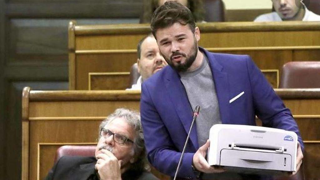 Gabriel Rufián exhibe una impresora en el Congreso de los Diputados