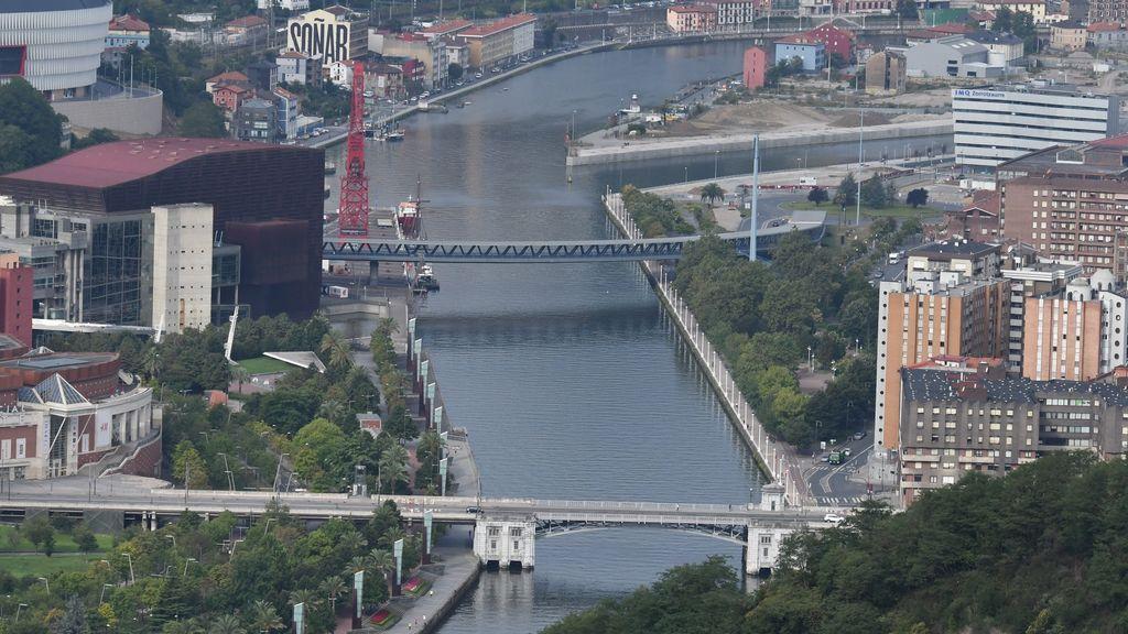 Muere ahogado un hombre en la ría de Bilbao al intentar escapar de la Policía después de un robo