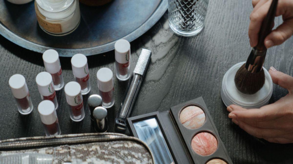 """Retiran una colección de maquillaje tras la denuncia de que """"blanquean la prostitución"""" en su estrategia de ventas"""