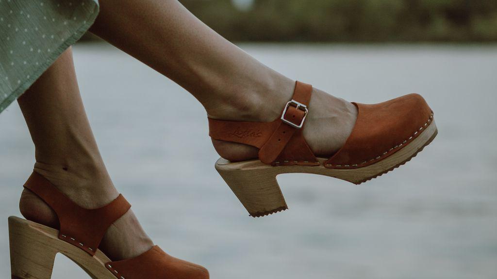 Vuelven los zuecos de madera: así es como le daremos de nuevo la bienvenida al zapato del verano