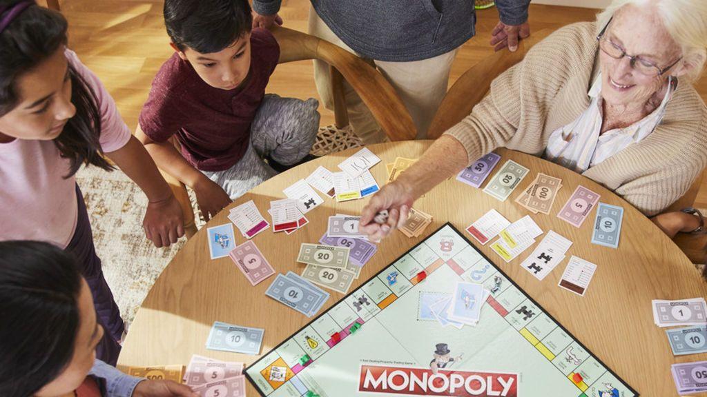 Los juegos de mesa que nunca pasan de moda se reinventan para seguir apostando por la  diversión en familia