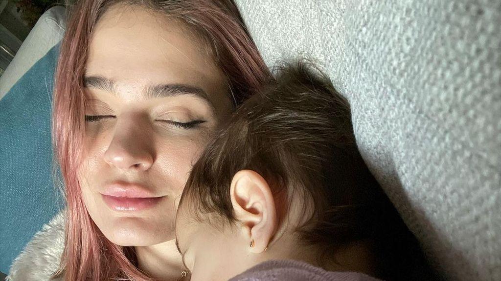 """Laura Escanes siente """"culpabilidad"""" al separarse de su hija Roma para trabajar"""