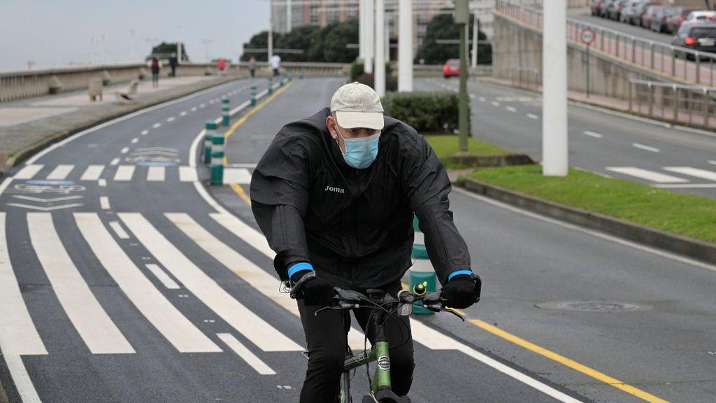 Galicia se desmarca de la norma estatal y exigirá mascarilla a quien haga deporte en la calle