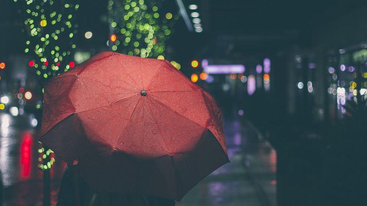 Así será el paraguas del futuro: luz, cargador para el móvil y ventilador