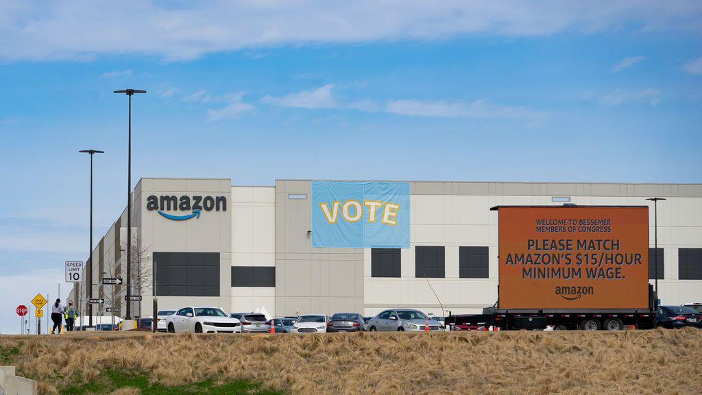 Los empleados de Amazon en Alabama rechazan tener un sindicato con el 56 por ciento de los votos