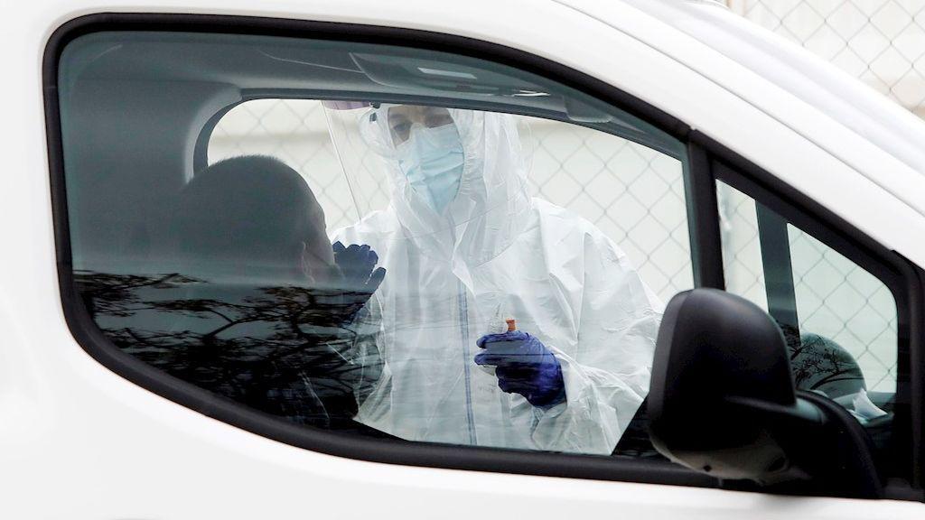 Las muertes por covid bajan en Madrid pero siguen al alza los contagios y los pacientes en UCI