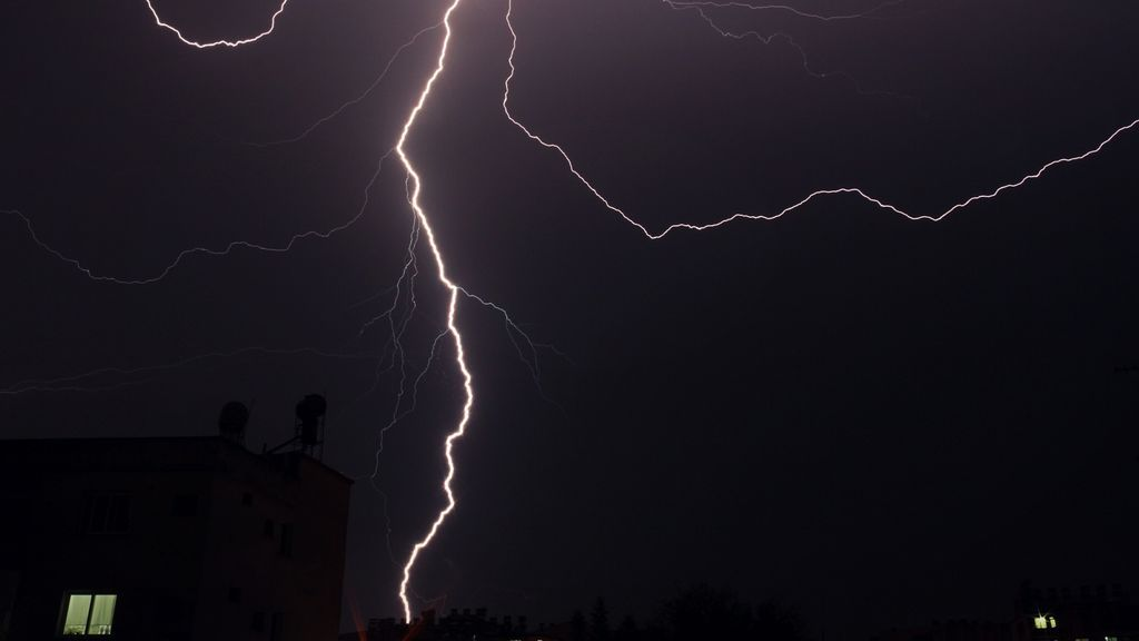 Qué hacer para protegerte de los rayos durante una tormenta