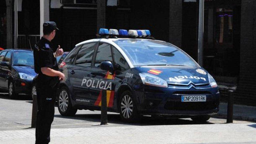Un policía dispara a un hombre que le perseguía con un hacha en Valladolid