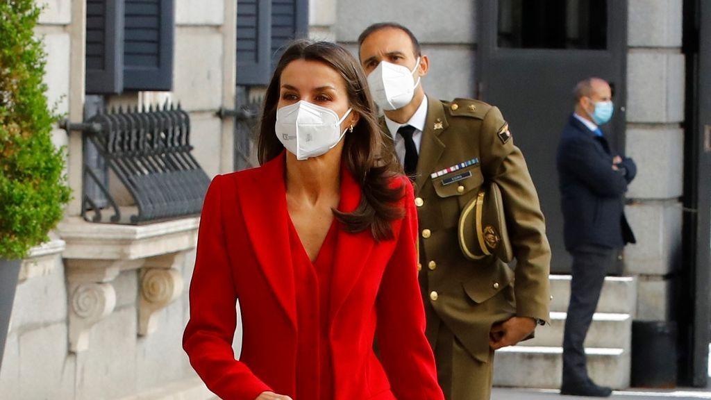 Error de protocolo en el Congreso, Calvo hace esperar a la reina Letizia