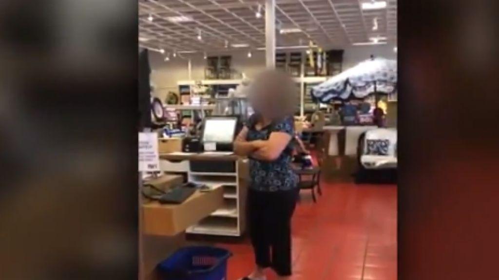 Una mujer es condenada a un mes de cárcel por toser a un paciente con cáncer en Florida