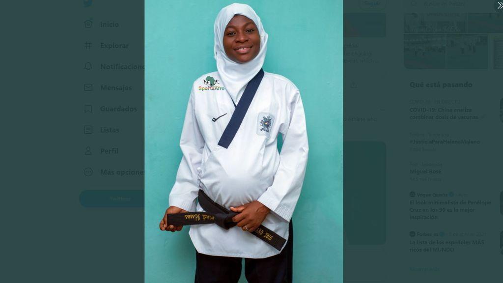 Una atleta nigeriana embarazada de 8 meses gana la medalla de oro en un torneo de taekwondo