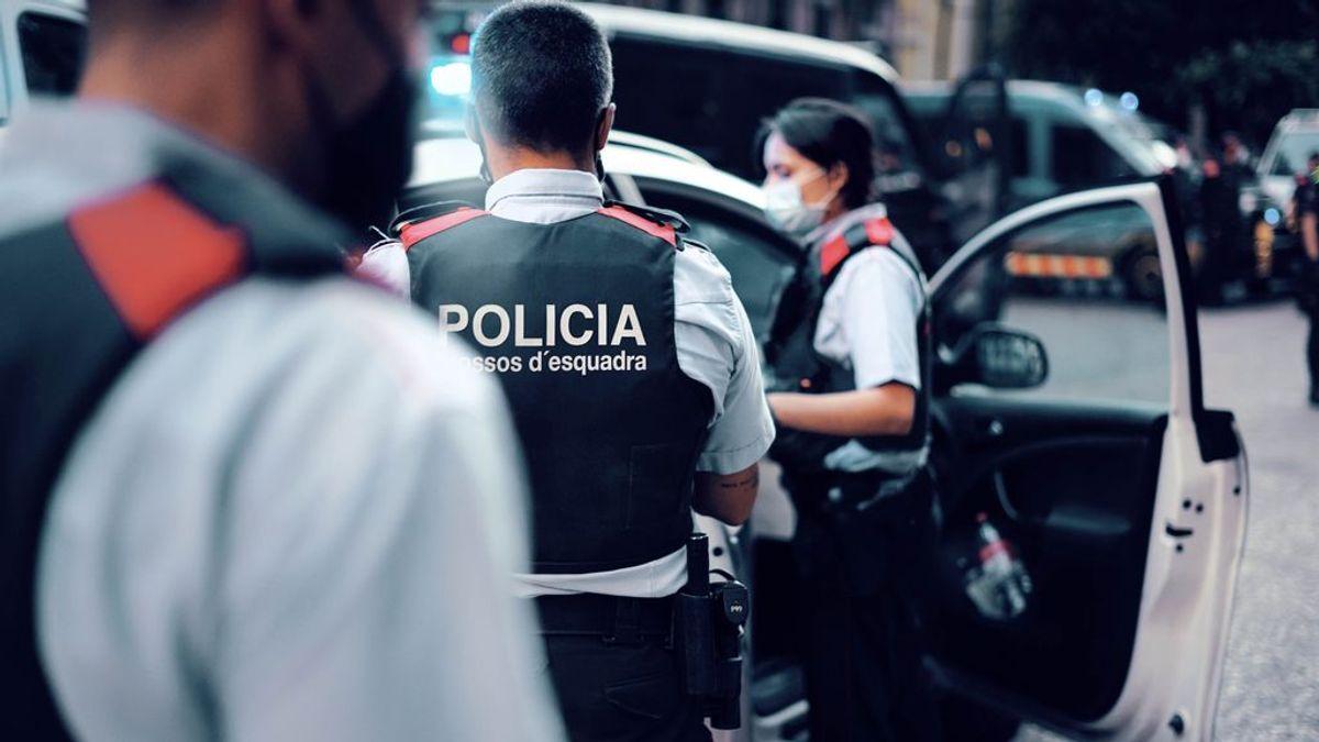 La falta de turistas en Barcelona aumenta los robos de móviles y patinetes a adolescentes en las escuelas