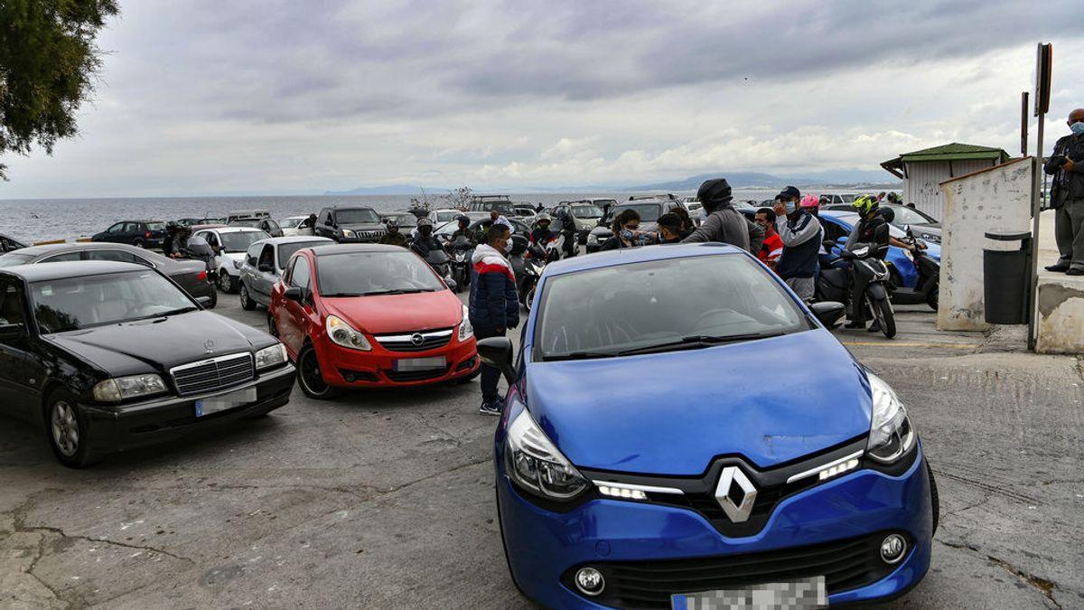 EuropaPress_3640982_varias_personas_participan_manifestacion_coche_pide_retrasar_toque_queda