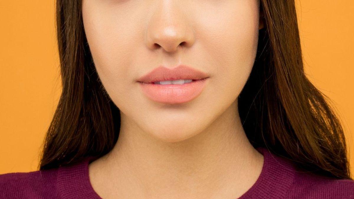 El relleno en los labios no sólo está para dar volumen. Te contamos otros beneficios del ácido hialurónico