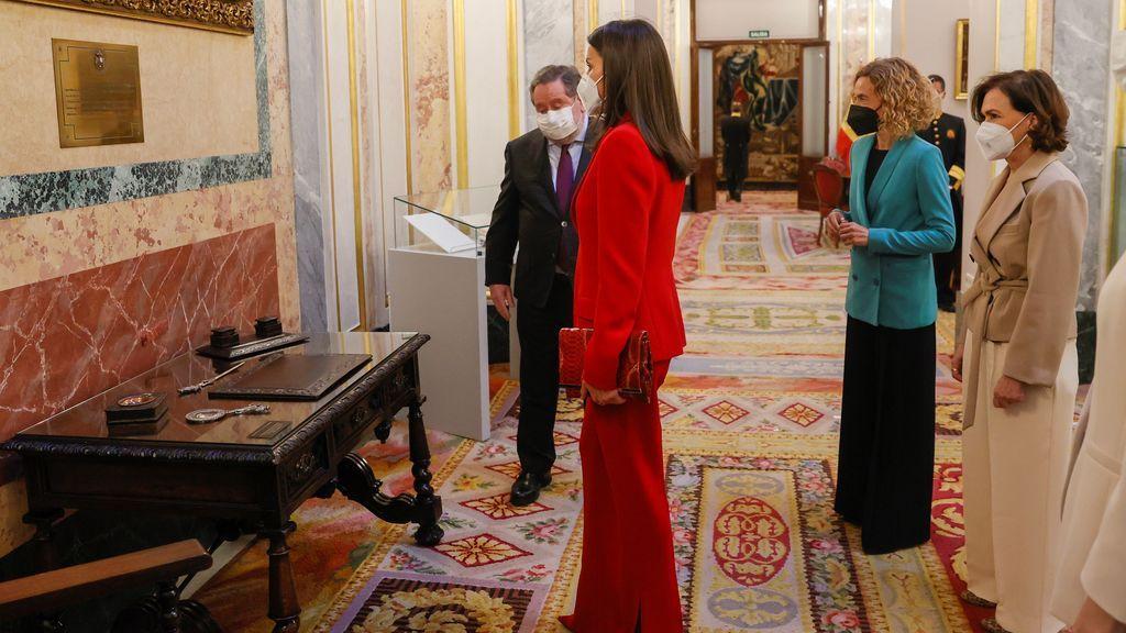La reina Letizia y el escritorio de Clara Campoamor
