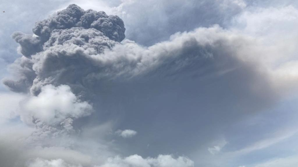 La nube de dióxido de azufre del volcán La Soufrière podría alcanzar Canarias y el resto de España