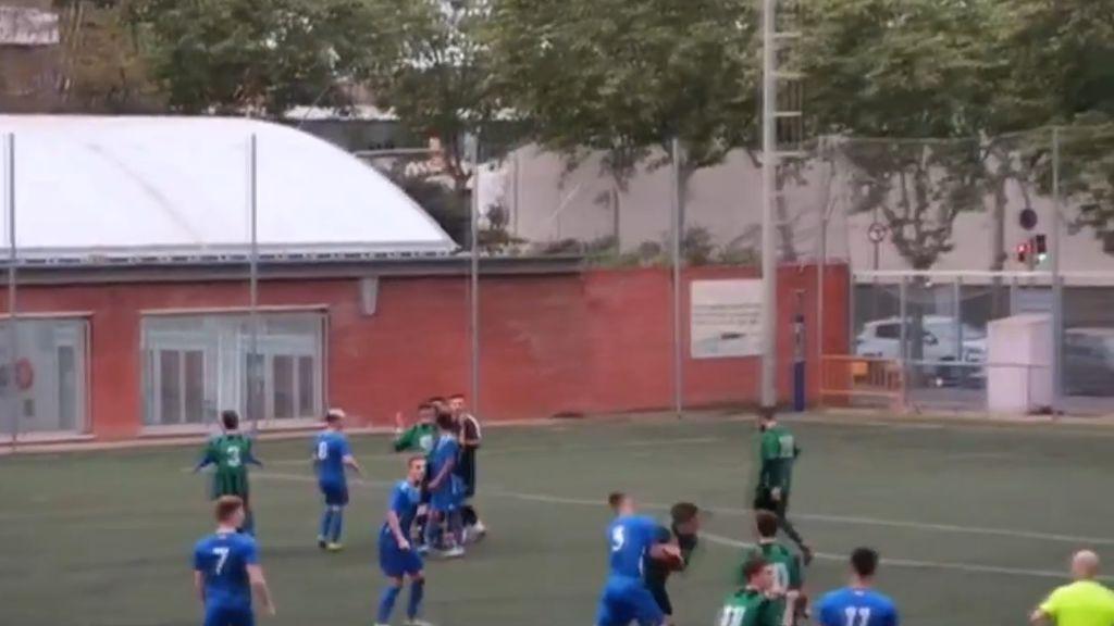 Batalla campal entre jugadores y aficionados del Bon Pastor y el Carmelo