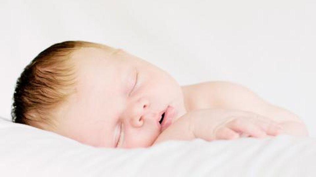 La plagiocefalia es una complicación que hace que la cabeza del bebé esté más aplanada.