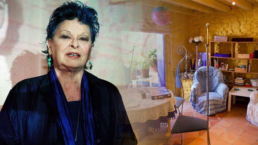 La familia de Lucía Bosé pone a la venta la 'casa azul' de Brieva en la que vivió sus últimos 23 años: 6 habitaciónes, 450 metros y por 450.000 euros