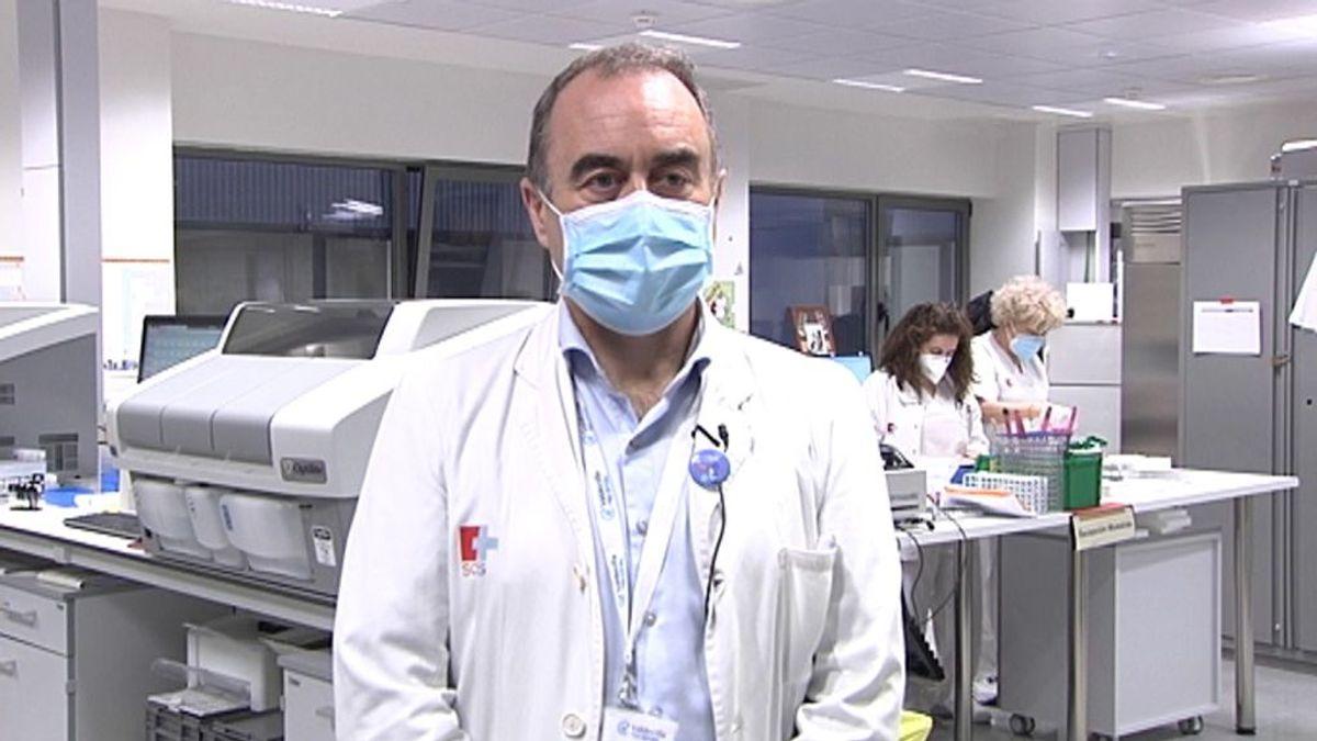 """López Hoyos, director de un ensayo de Janssen en España: """"es descorazonador que se haya paralizado la vacunación, los riesgos son mínimos"""""""