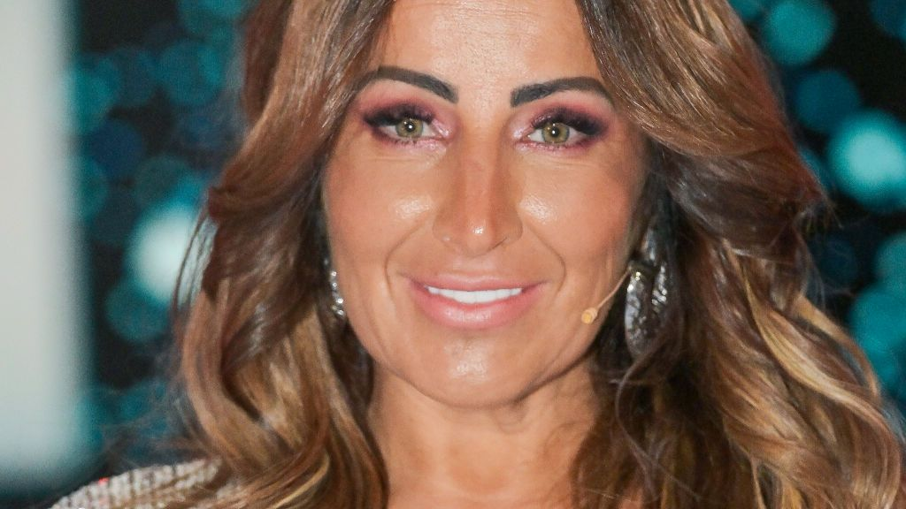 La madre de Noemí Salazar sufre un accidente:  quemaduras en los labios y muestra las secuelas