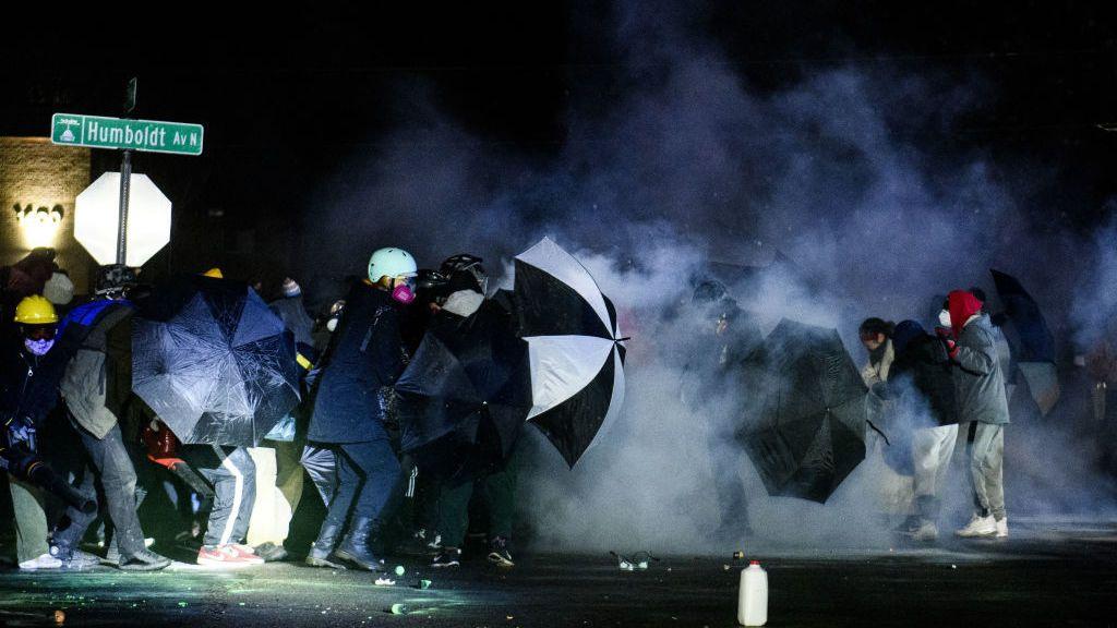 Nueva noche de enfrentamientos por la muerte del afroamericano Daunte Wright a manos de la Policía