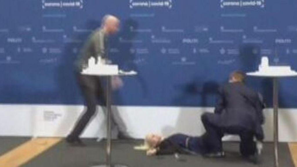 La directora de la Agencia del Medicamento de Dinamarca se desmaya tras decir no a AstraZeneca