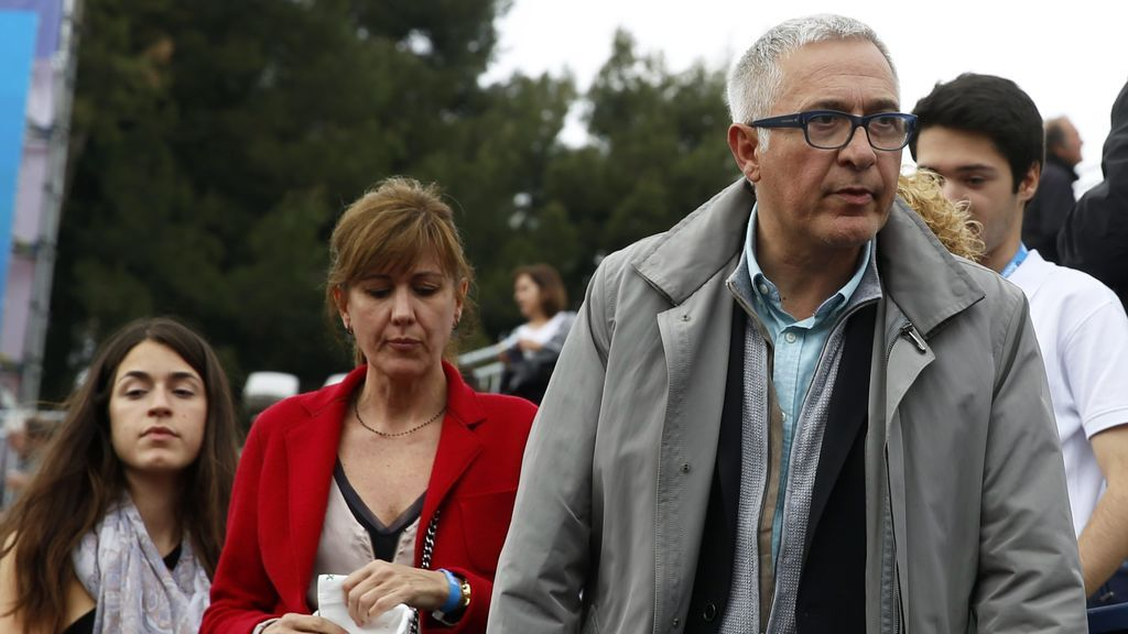 Xavier Sardà and his daughter Helena (on the left of the image), in 2015